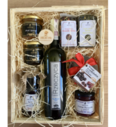 Zestaw produktów lokalnych z lokalnym winem XXL
